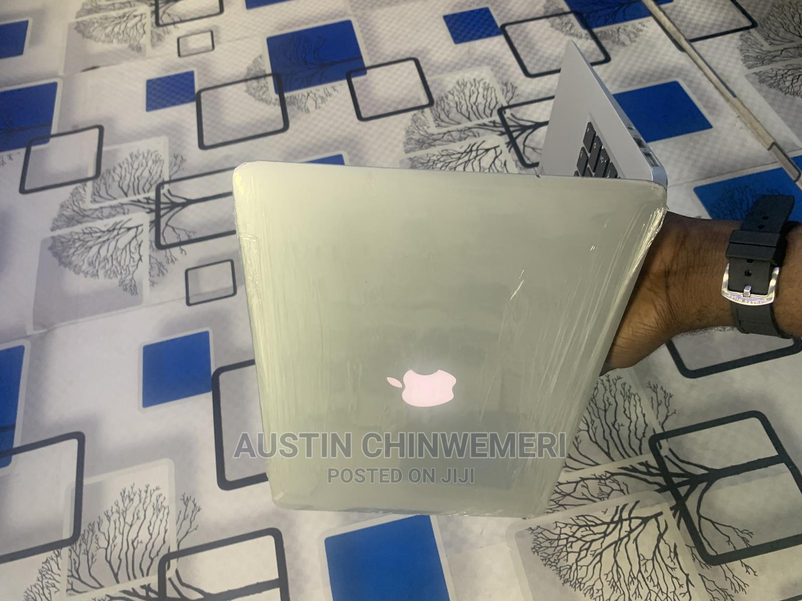 Archive: Laptop Apple MacBook Air 2015 4GB Intel Core I5 SSD 128GB