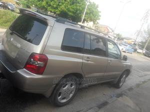 Toyota Highlander 2005 Limited V6 Gold | Cars for sale in Lagos State, Amuwo-Odofin