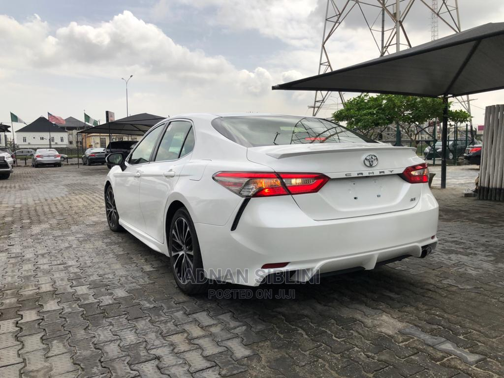 Toyota Camry 2018 SE FWD (2.5L 4cyl 8AM) White | Cars for sale in Lekki, Lagos State, Nigeria