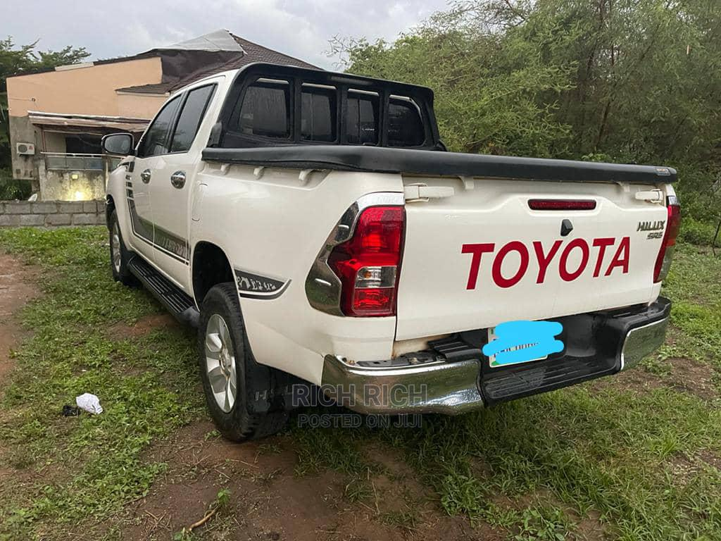 Archive: Toyota Hilux 2019 White