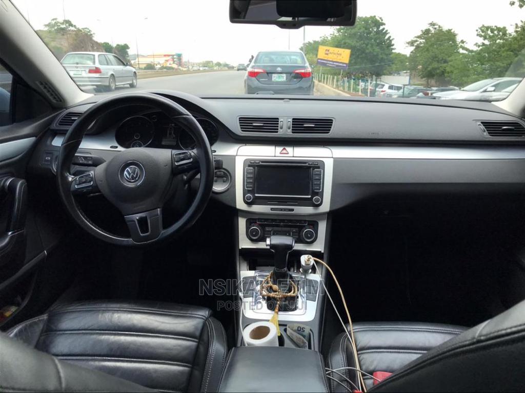 Archive: Volkswagen Passat 2009 3.2 V6 Sportline DSG Gray