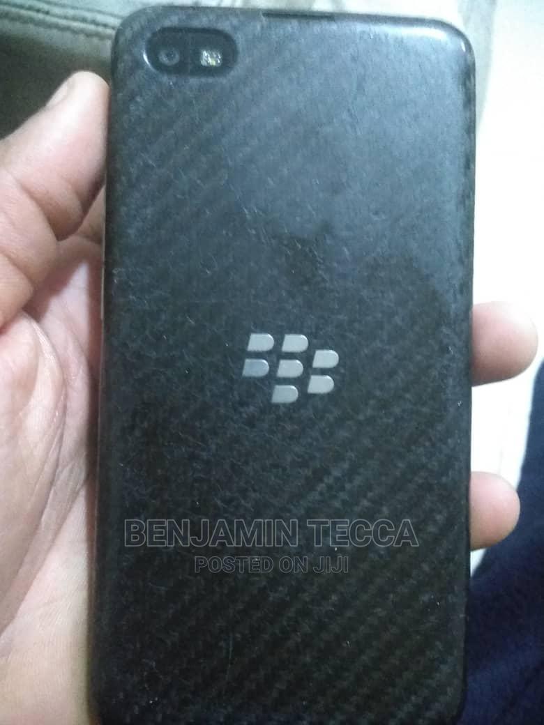 Archive: BlackBerry Z30 16 GB Black