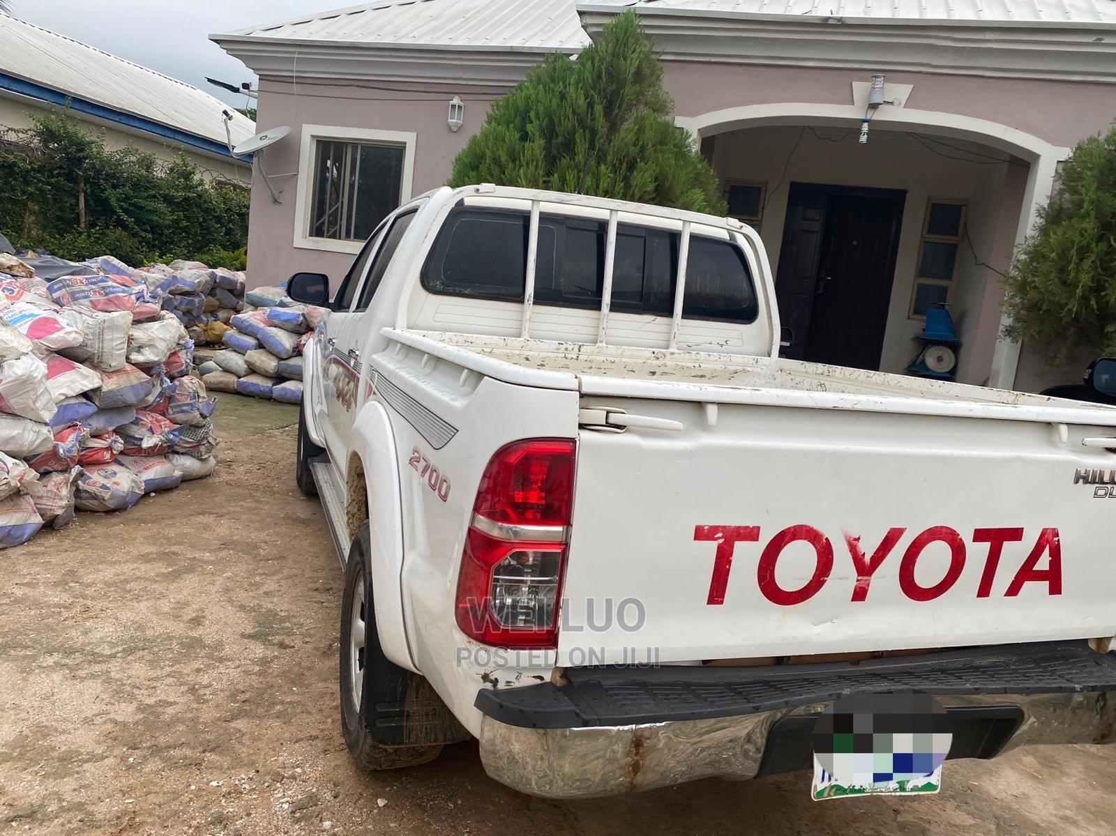 Archive: Toyota Hilux 2013 White