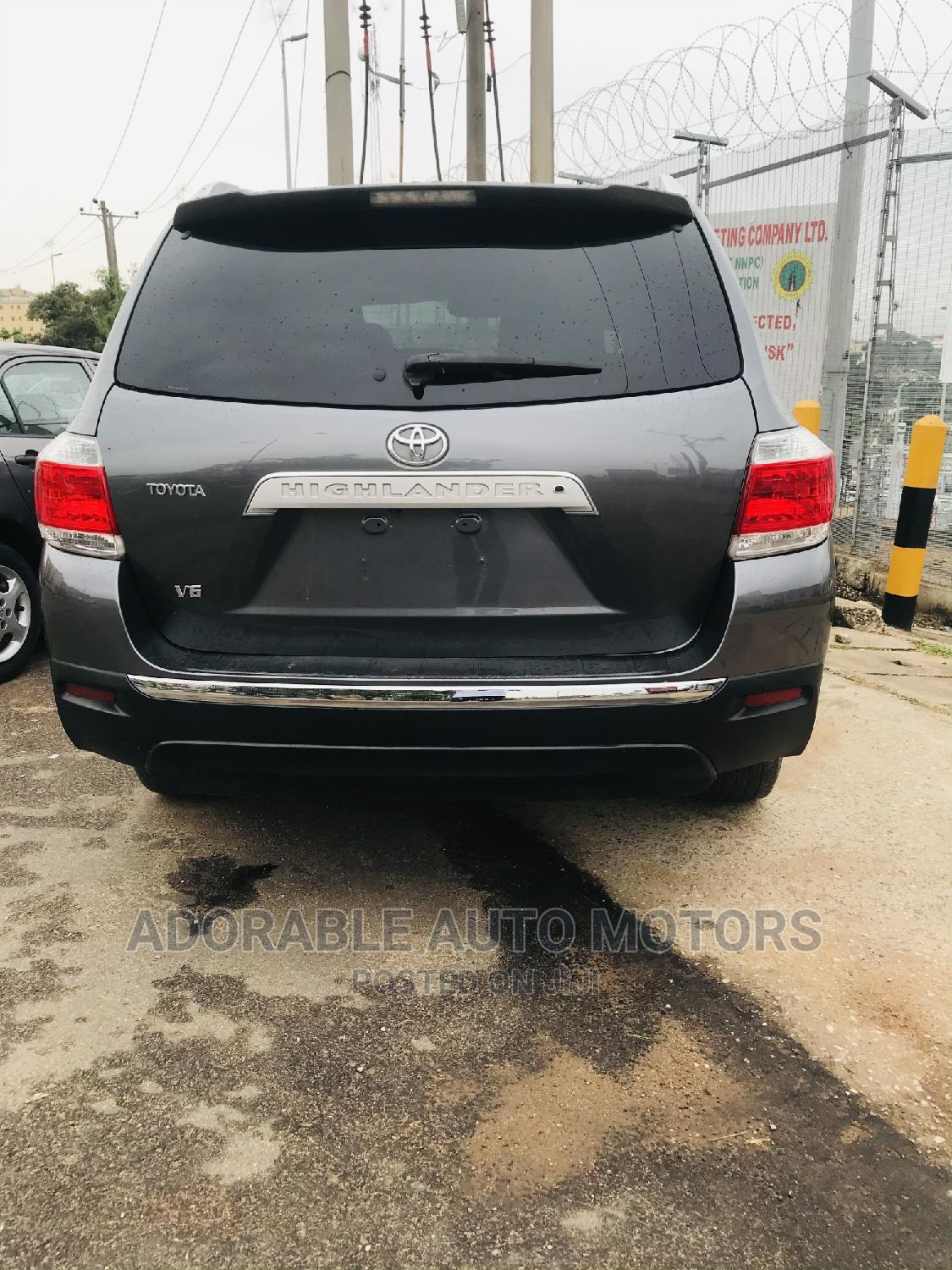 Archive: Toyota Highlander 2009 Limited 4x4 Gray