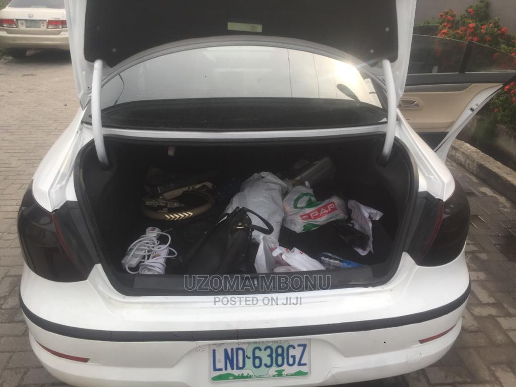 Archive: Volkswagen Passat 2009 White