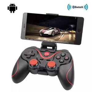 Gaming Controller Joystick With Phone Tablet Holder Bracket | Accessories for Mobile Phones & Tablets for sale in Lagos State, Victoria Island