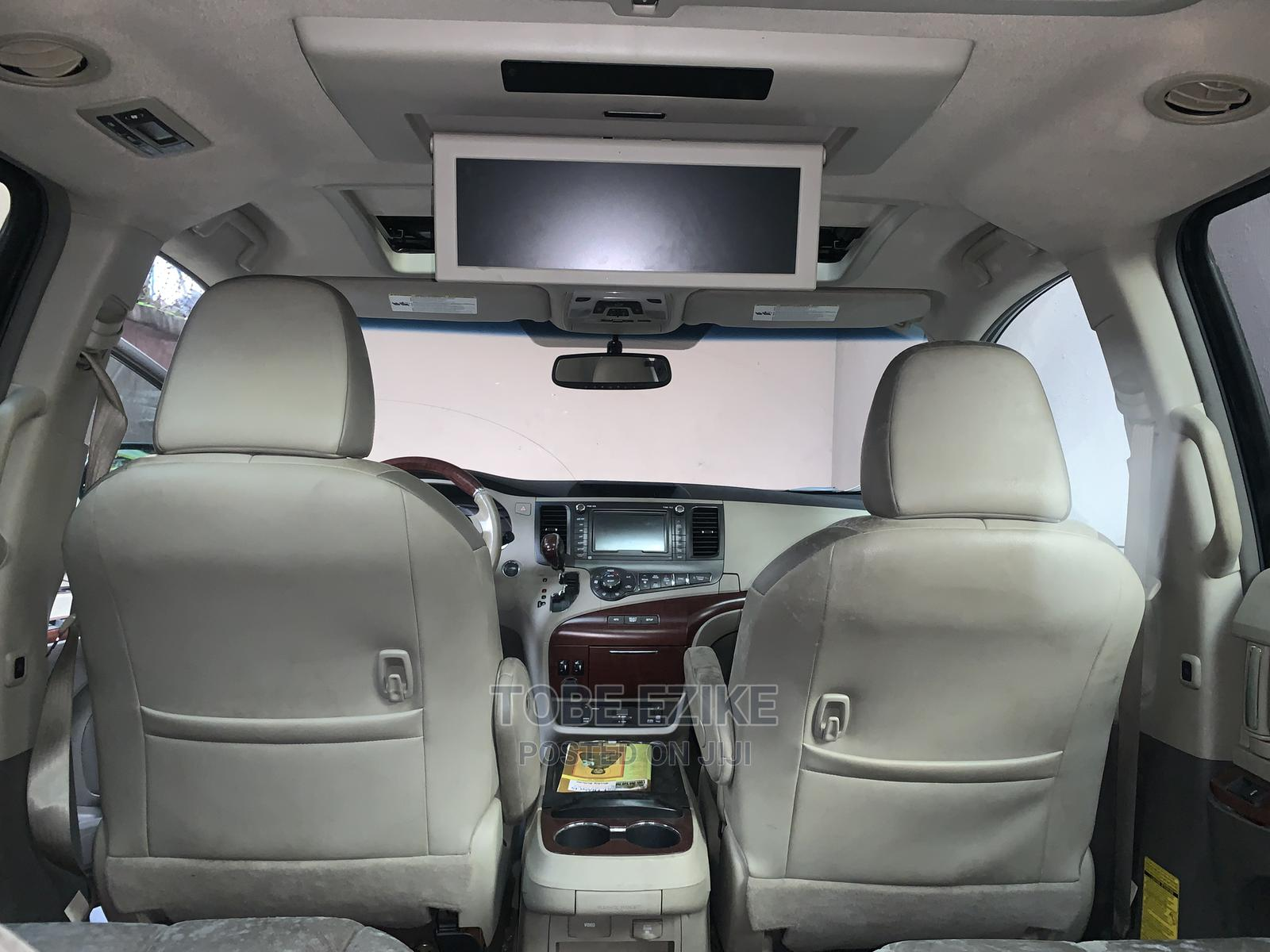 Archive: Toyota Sienna 2012 XLE 7 Passenger Black