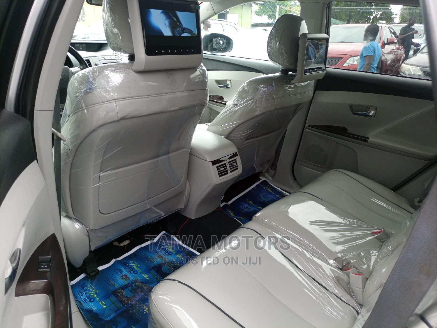 Toyota Venza 2010 V6 AWD Silver | Cars for sale in Apapa, Lagos State, Nigeria