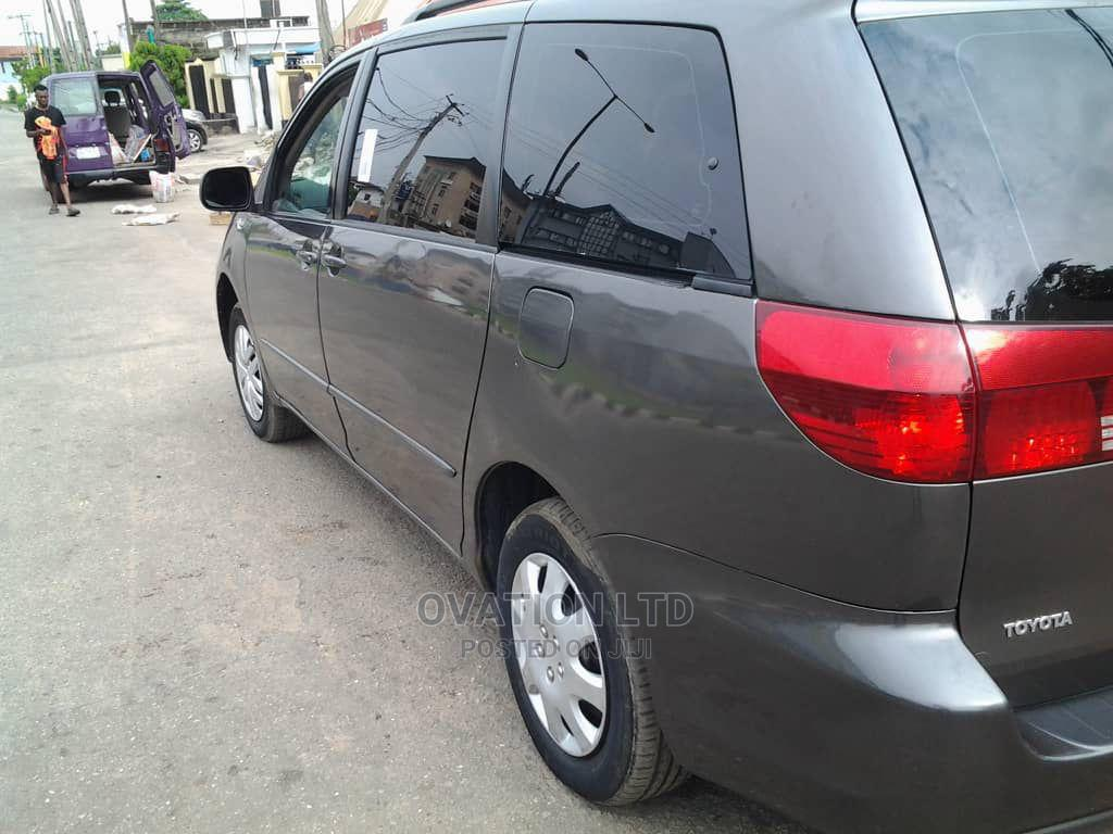 Toyota Sienna 2005 LE AWD Gray | Cars for sale in Abule Egba, Lagos State, Nigeria