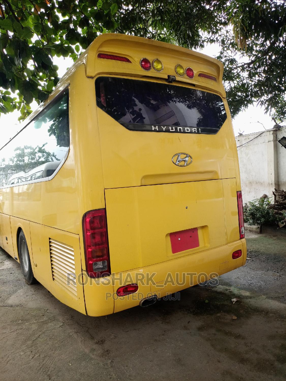 Hyundai Luxurious Bus 47 Seaters
