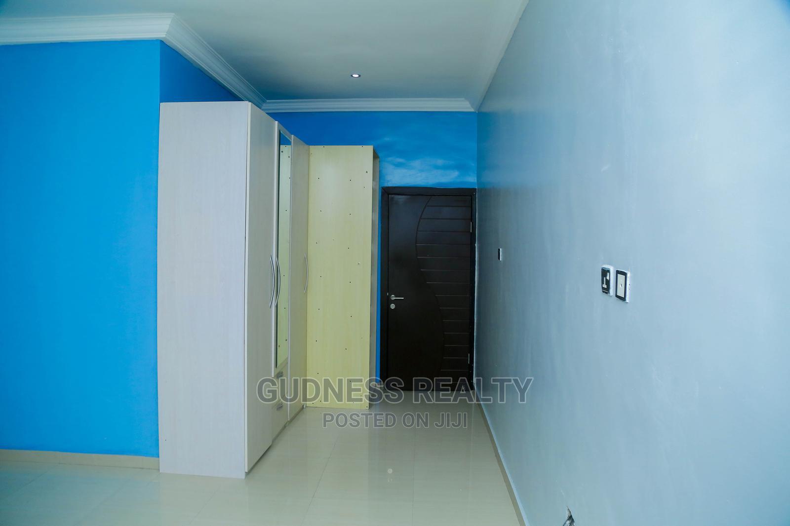 5bdrm Duplex in Idado for Rent