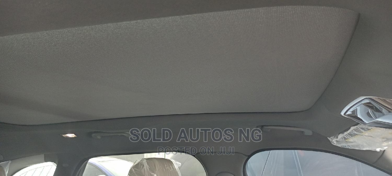 Archive: Land Rover Range Rover Velar 2018 P250 SE R-Dynamic 4x4 White