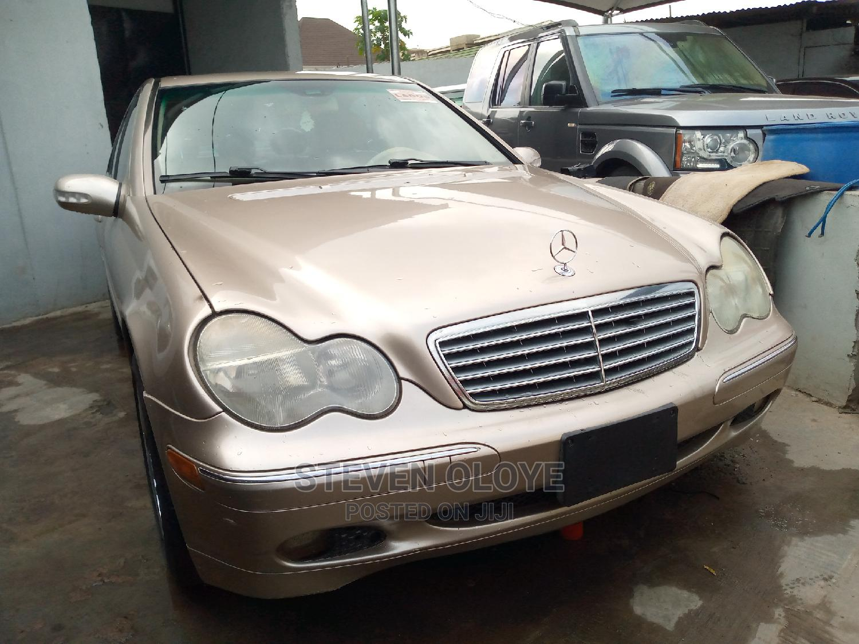 Archive: Mercedes-Benz C240 2002 Gold