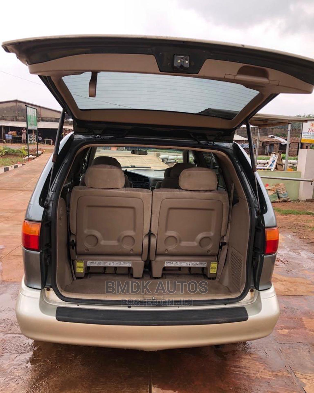 Archive: Toyota Sienna 1999 LE 4dr Green