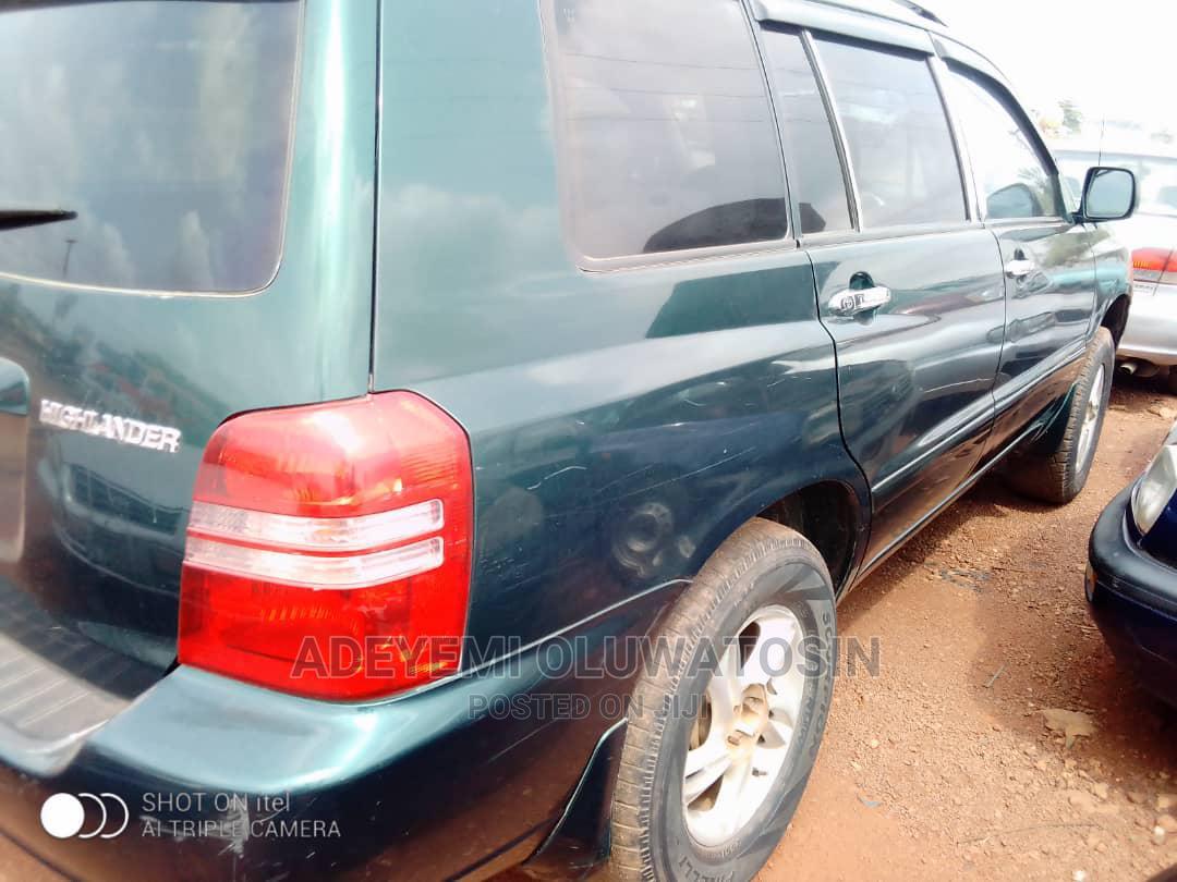 Archive: Toyota Highlander 2004 Base FWD Green