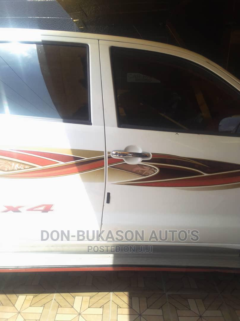 Toyota Hilux 2010 2.0 VVT-i White | Cars for sale in Agege, Lagos State, Nigeria