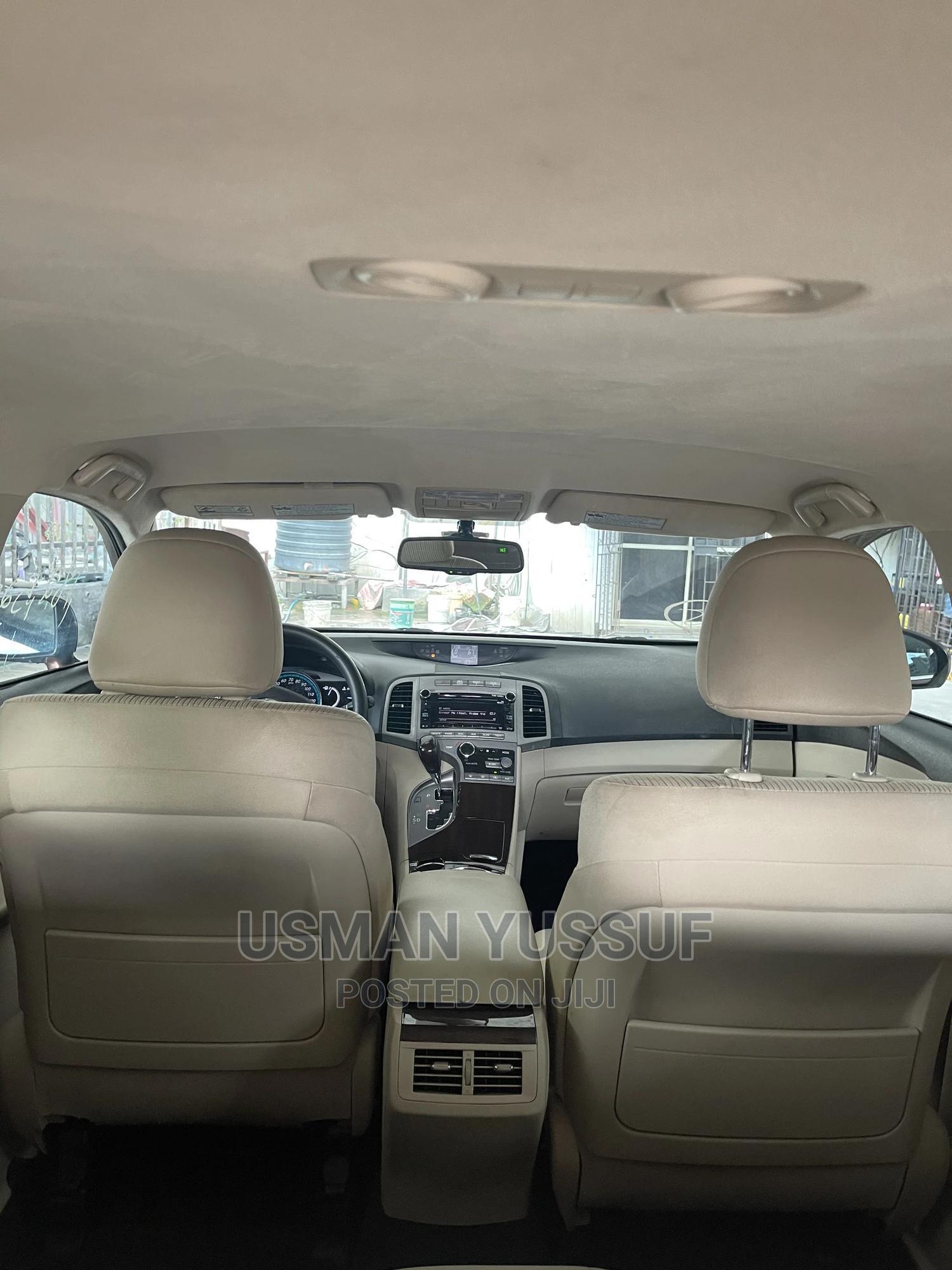 Archive: Toyota Venza 2011 V6 Brown