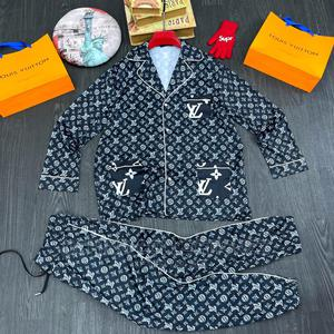 Latest 2021 Louis Vuitton Luxury Up and Down | Clothing for sale in Lagos State, Lagos Island (Eko)