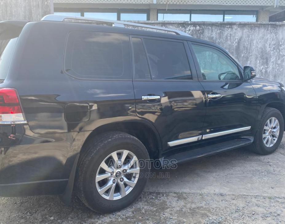 Toyota Land Cruiser 2016 5.7 V8 VXR Black | Cars for sale in Surulere, Lagos State, Nigeria