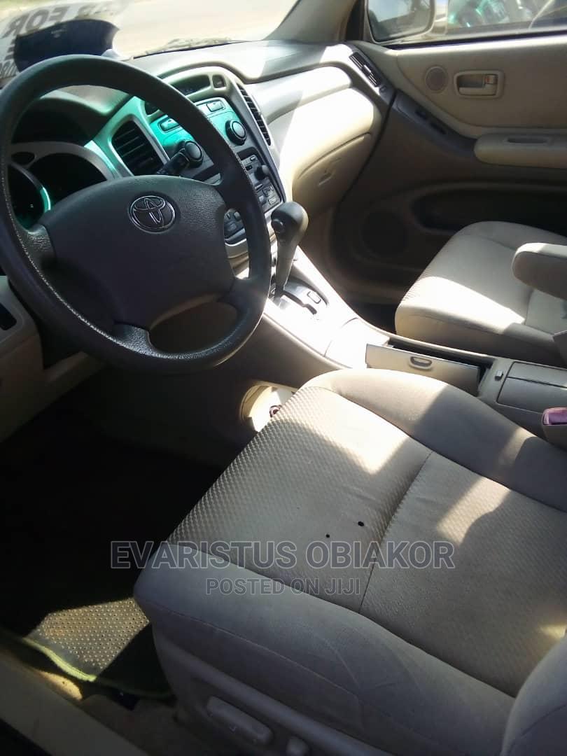 Archive: Toyota Highlander 2007 Gold