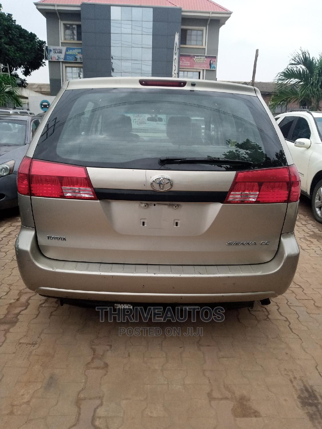Toyota Sienna 2005 LE AWD Gold | Cars for sale in Ikorodu, Lagos State, Nigeria