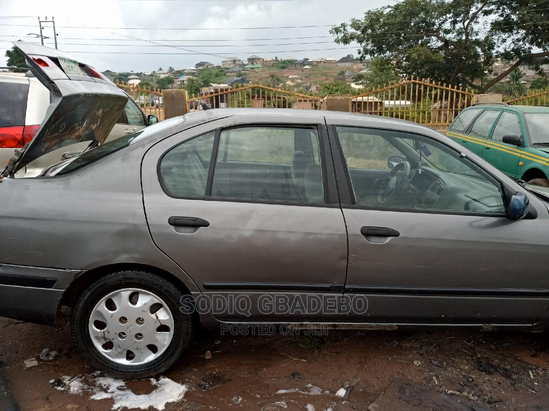 Archive: Nissan Primera 2001 Wagon Gray
