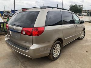 Toyota Sienna 2007 LE 4WD Gold | Cars for sale in Lagos State, Alimosho