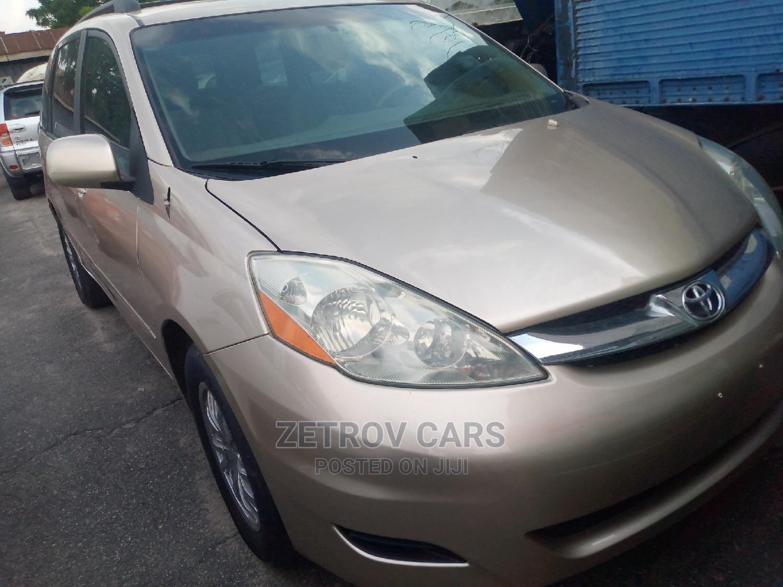Toyota Sienna 2006 CE FWD Gold | Cars for sale in Amuwo-Odofin, Lagos State, Nigeria