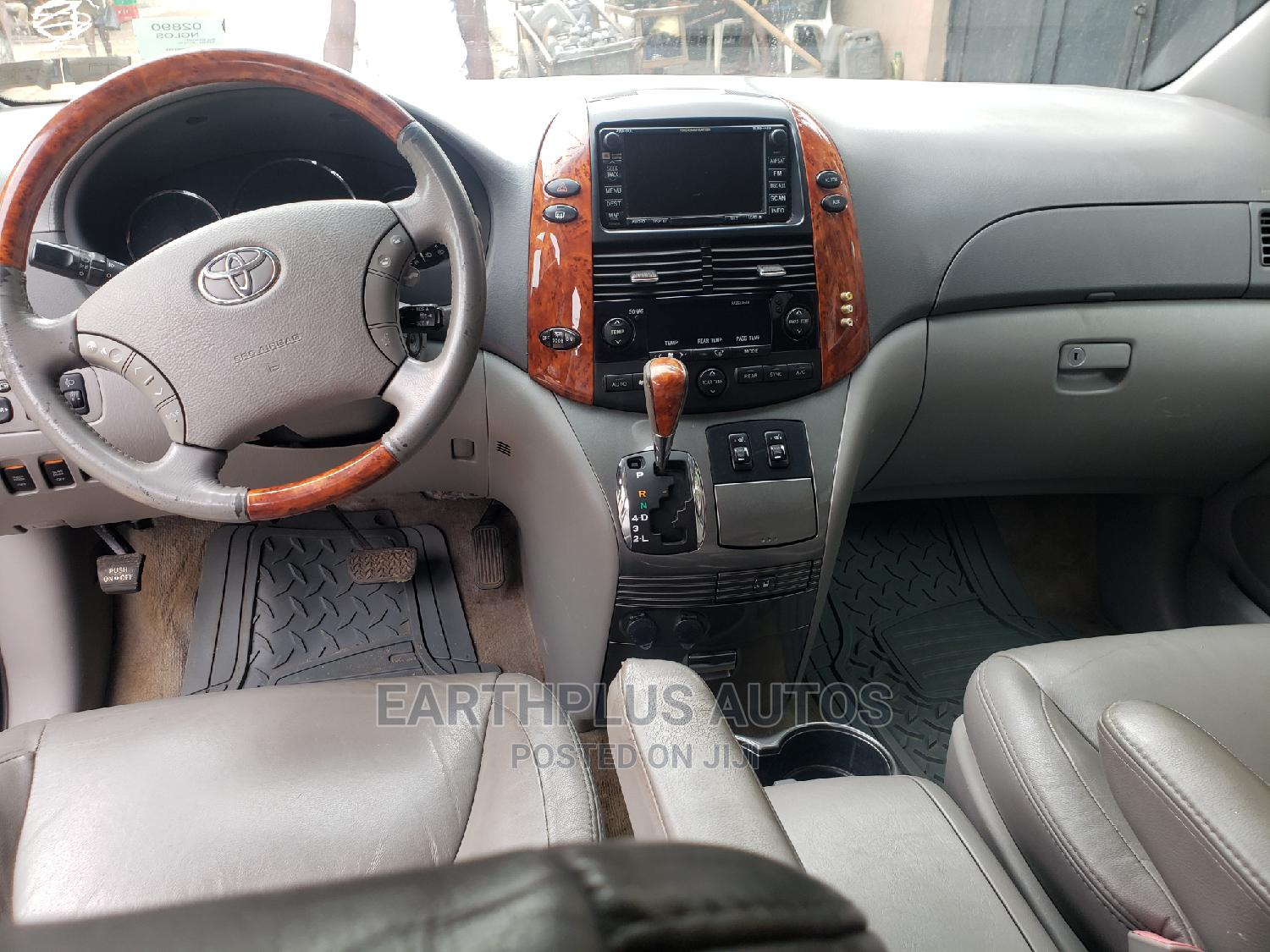 Toyota Sienna 2007 XLE Limited 4WD Gray | Cars for sale in Ilupeju, Lagos State, Nigeria