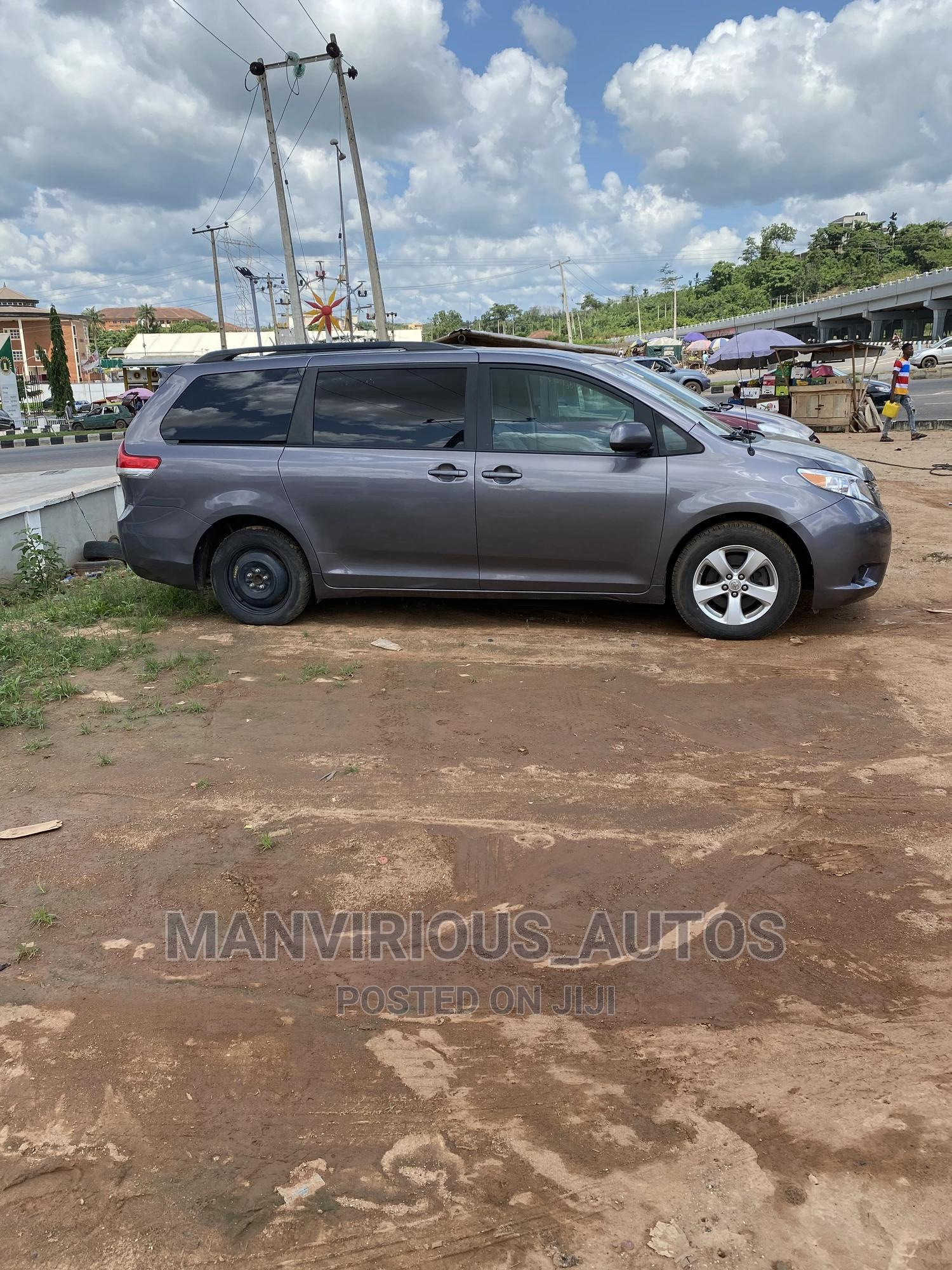 Toyota Sienna 2011 LE 7 Passenger Mobility Gray   Cars for sale in Abeokuta South, Ogun State, Nigeria