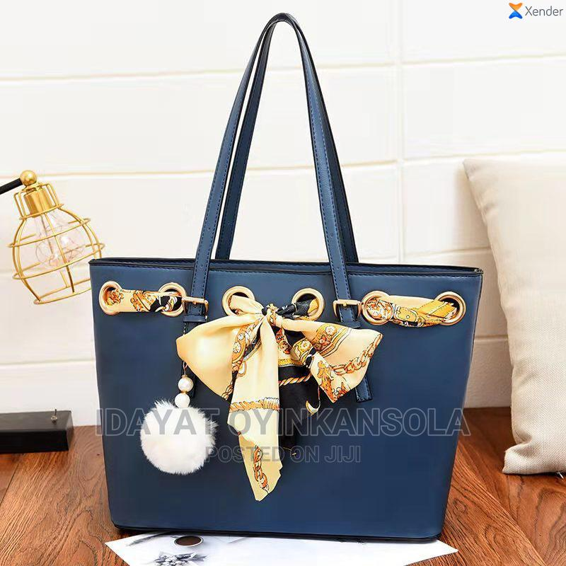 Archive: Hand Bag for a Classy Chick