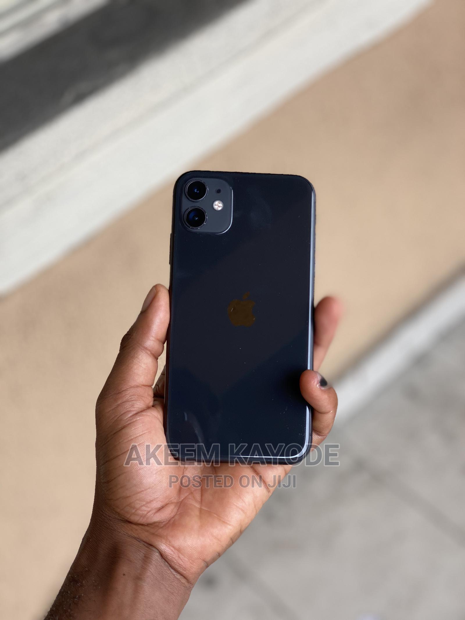 Archive: Apple iPhone 11 64 GB Black