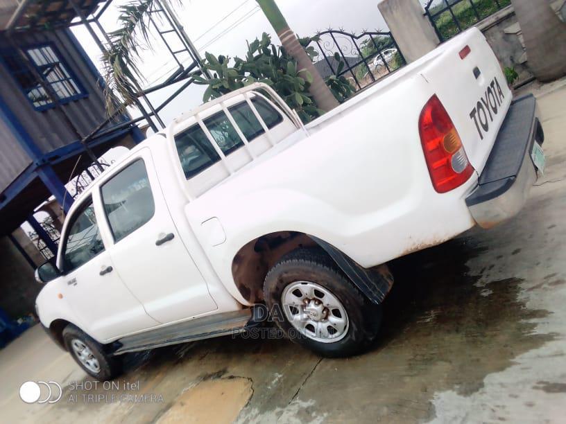 Archive: Toyota Hilux 2011 2.7 VVT-i 4X4 SRX White