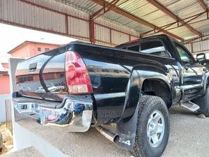 Toyota Tacoma 2006 Access Cab Black | Cars for sale in Lagos State, Ikeja