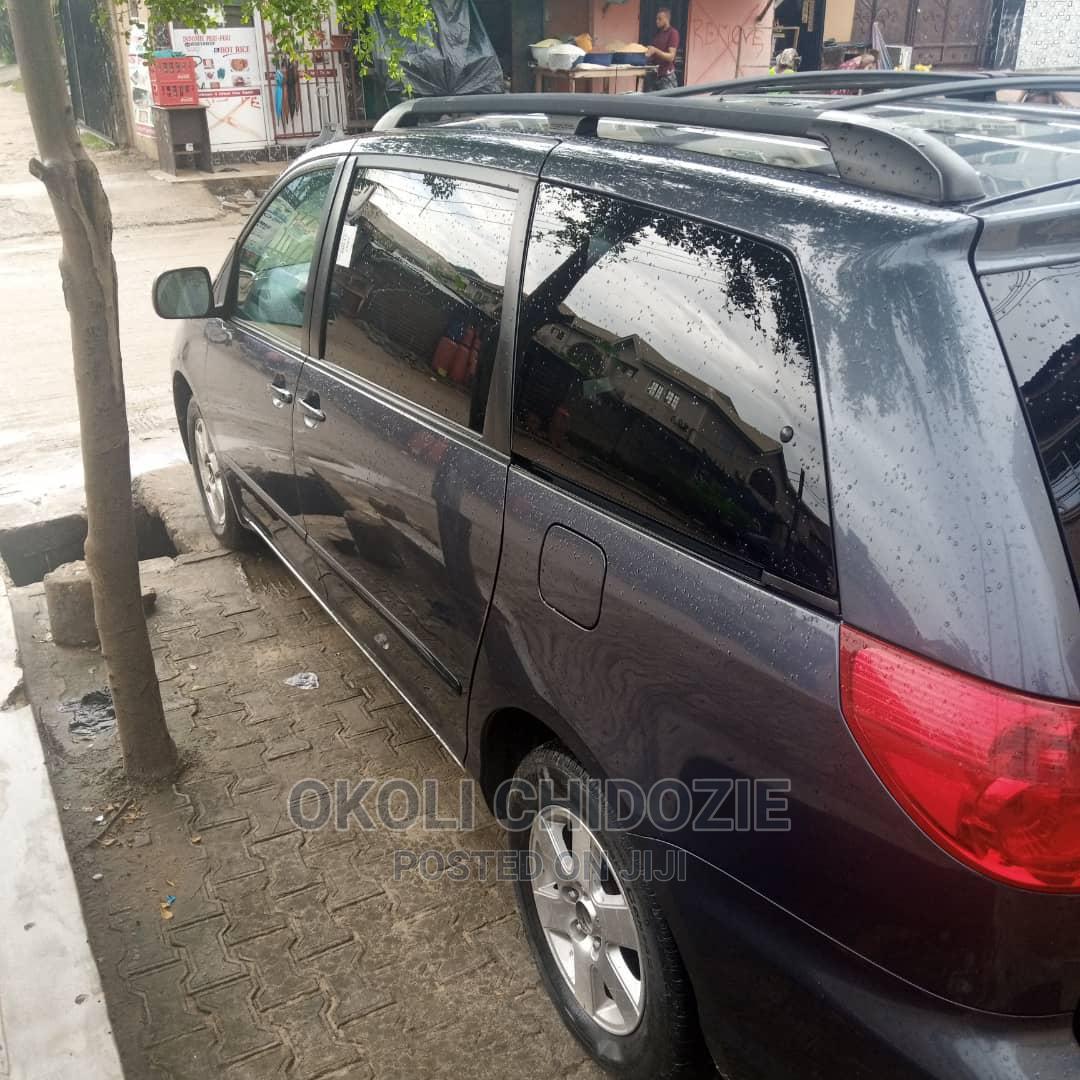 Toyota Sienna 2007 LE 4WD Gray | Cars for sale in Amuwo-Odofin, Lagos State, Nigeria