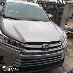 Toyota Highlander 2018 XLE 4x4 V6 (3.5L 6cyl 8A) Silver | Cars for sale in Oyo State, Ibadan