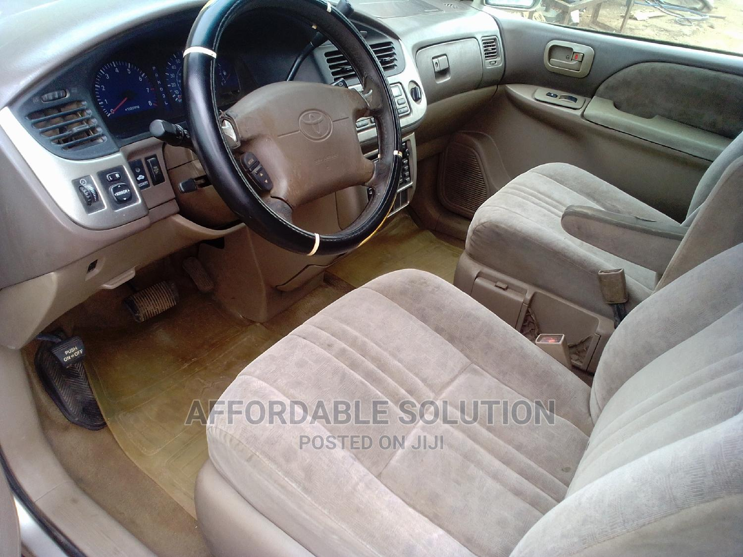 Toyota Sienna 2001 Gold   Cars for sale in Abule Egba, Lagos State, Nigeria