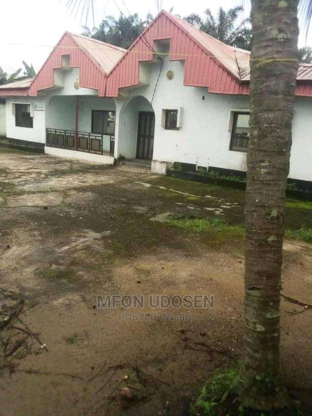 9bdrm Bungalow in Civic Attorneys, Uyo for Sale
