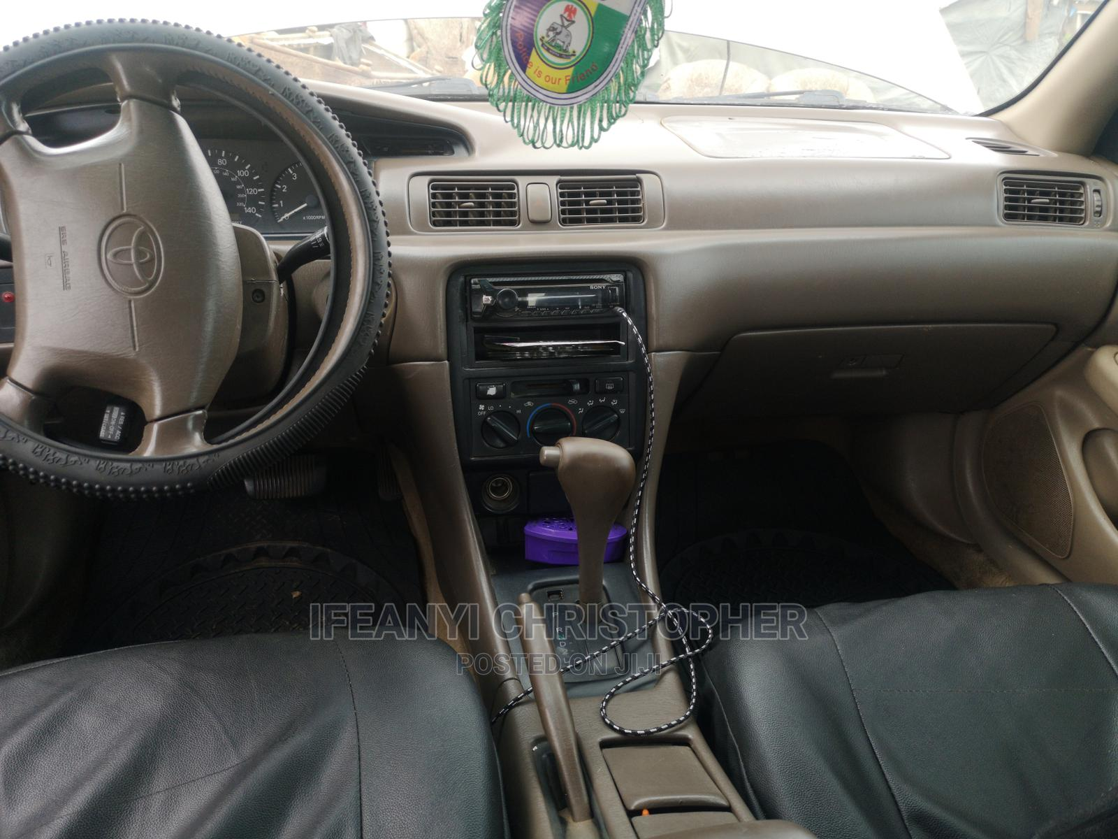 Archive: Toyota Camry 1999 Automatic Gold