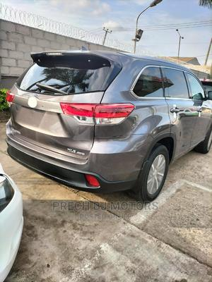 Toyota Highlander 2018 XLE 4x4 V6 (3.5L 6cyl 8A) Gray | Cars for sale in Lagos State, Ogba