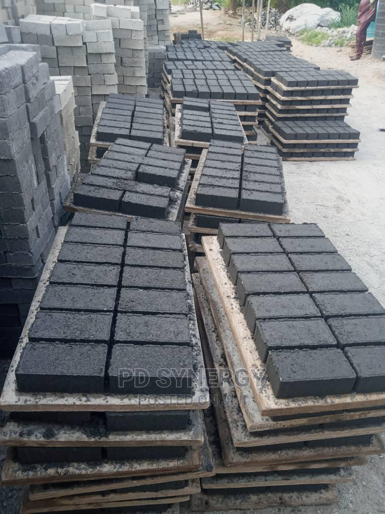 Machine Vibrated Strong Interlocking Stones for Sale