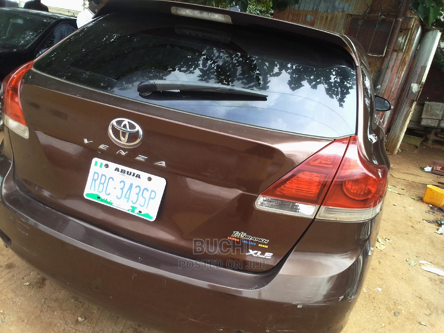 Archive: Toyota Venza 2013 XLE AWD V6 Brown