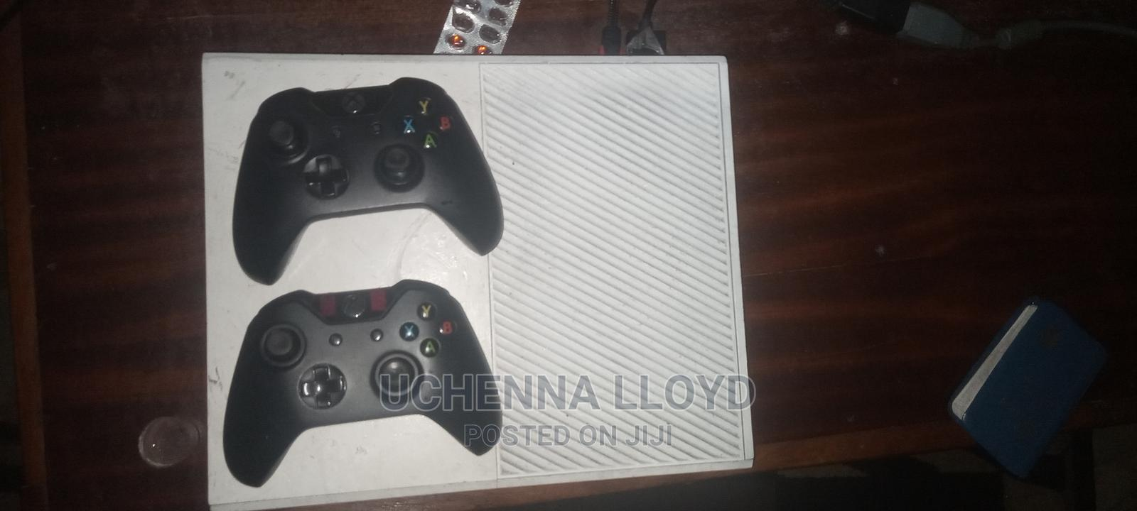 Archive: Xbox One With 2 Pads and 5 Cds for Sale