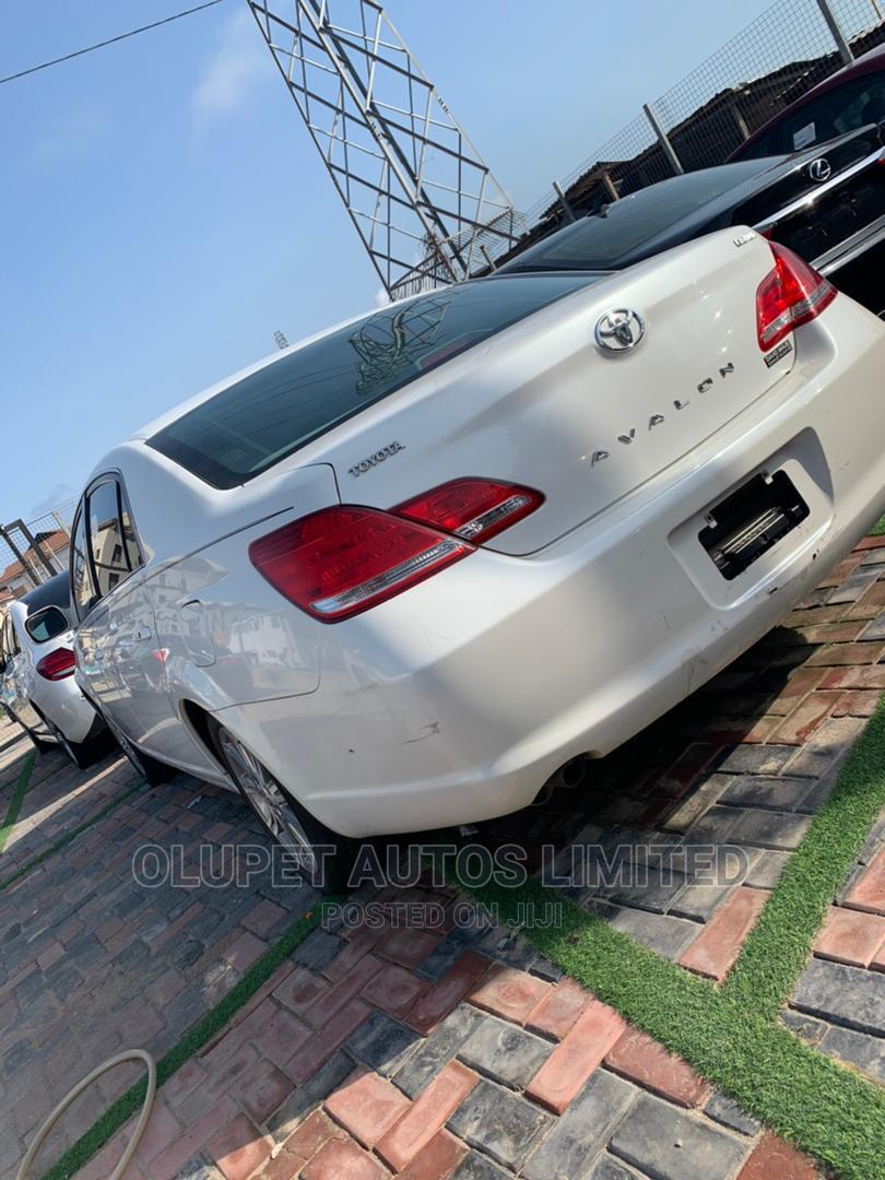 Archive: Toyota Avalon 2007 Limited White