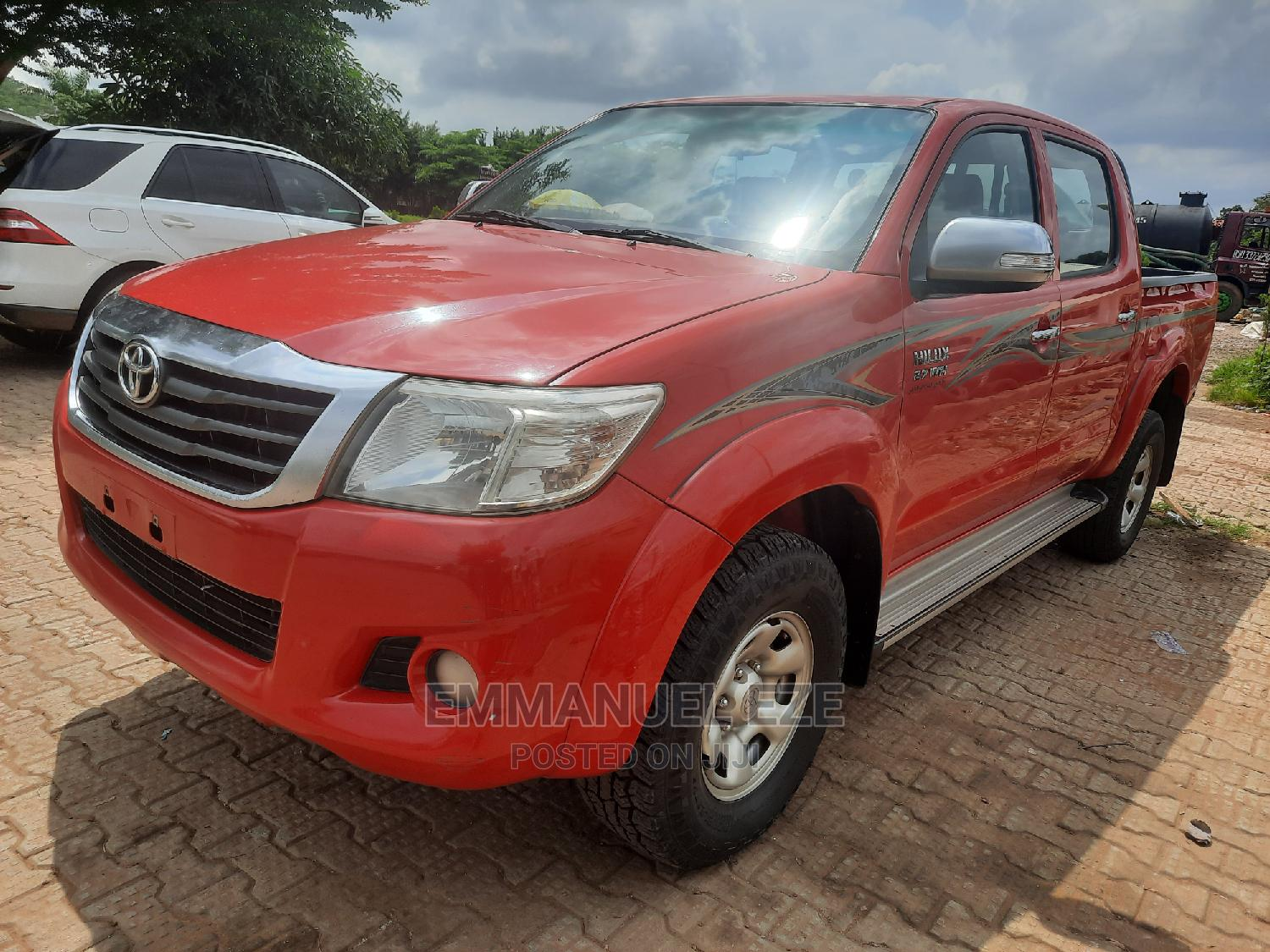 Archive: Toyota Hilux 2015 SR5 4x4 Red