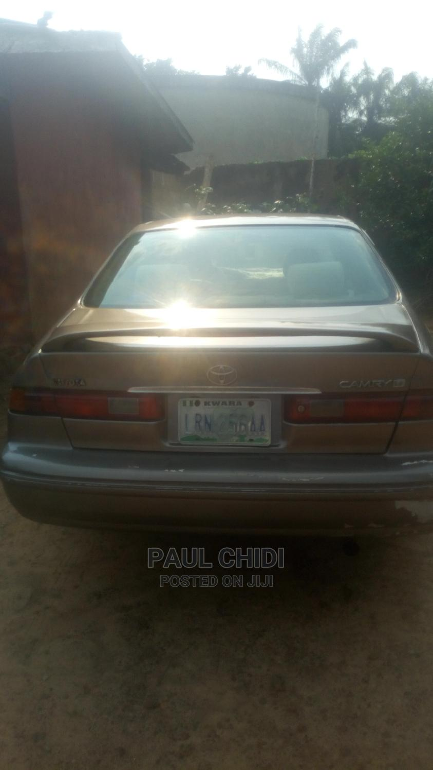 Archive: Toyota Camry 1998 Automatic Gold