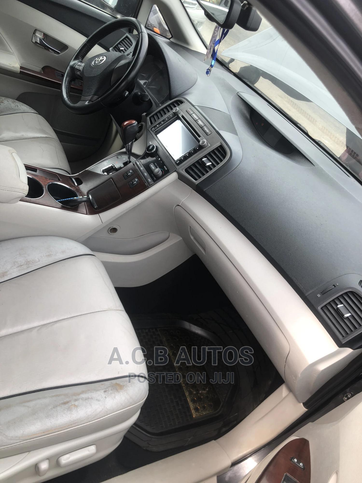 Archive: Toyota Venza 2011 V6 AWD Gray