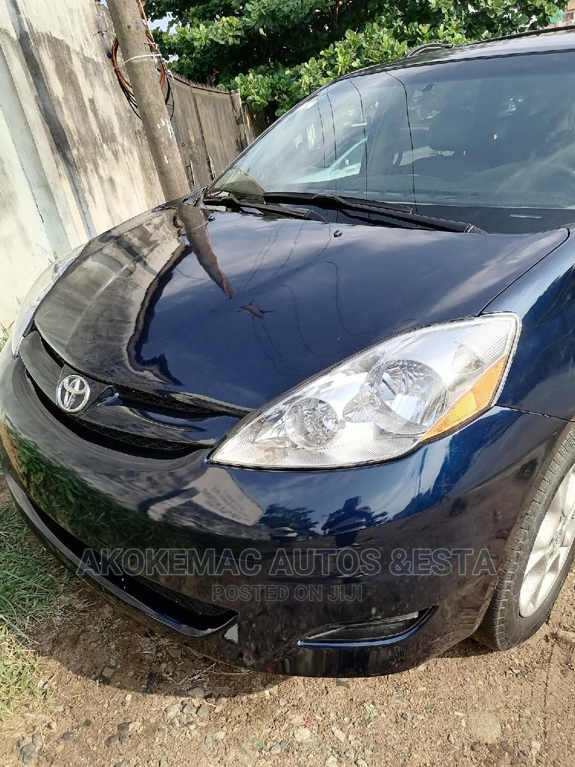 Archive: Toyota Sienna 2008 LE AWD Blue