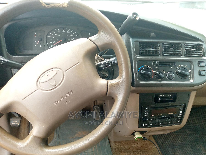 Archive: Toyota Sienna 1999 XLE Brown