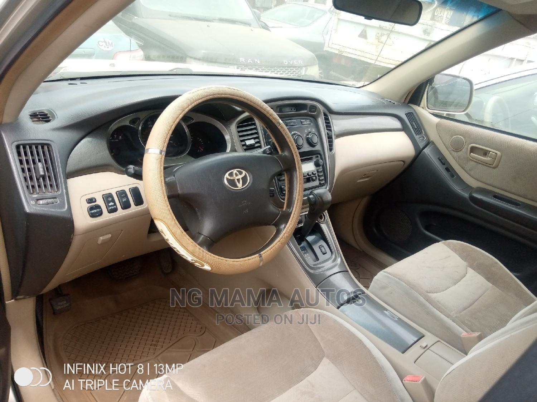 Archive: Toyota Highlander 2002 Gold